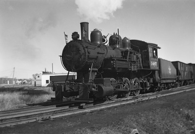 2021.001.NO.02.013--ralph wehlitz 6x9 neg [photographer unknown]--CMStP&P--steam locomotive 0-6-0 I5a 1467 switching cars action--location unknown--no date