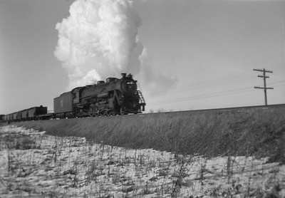2021.001.NO.01.019--ralph wehlitz 6x9 neg [photographer unknown]--SOO--steam locomotive 4-8-2 on freight train action--Marshfield WI--no date