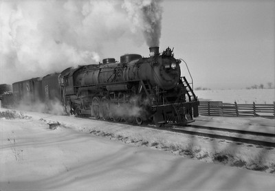 2021.001.NO.01.022A--ralph wehlitz 6x9 neg [photographer unknown]--SOO--steam locomotive 4-8-2 N-20 4006 on freight train action--near Marshfield WI--no date