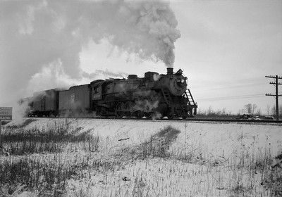 2021.001.NO.01.023A--ralph wehlitz 6x9 neg [photographer unknown]--SOO--steam locomotive 4-8-2 N-20 4009 on freight train action--Marshfield WI--no date