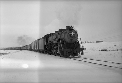 2021.001.NO.01.023B--ralph wehlitz 6x9 neg [photographer unknown]--SOO--steam locomotive 4-8-2 N-20 4009 on freight train--Marshfield WI--no date