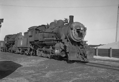 2021.001.NO.01.001--ralph wehlitz 6x9 neg [photographer unknown]--SOO--steam locomotive 2-8-0 F-8 432--Schiller Park IL--no date