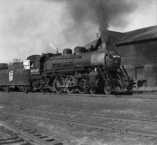 2021.001.NO.01.015--ralph wehlitz 6x9 neg [photographer unknown]--SOO--steam locomotive 4-6-2 H-21 2707 action--near Marshfield WI--no date