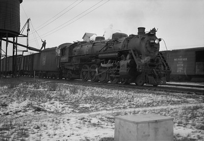 2021.001.NO.01.021--ralph wehlitz 6x9 neg [photographer unknown]--SOO--steam locomotive 4-8-2 N-20 4006 on freight train taking water--Spencer WI--no date