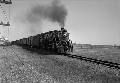 2021.001.NO.01.022B--ralph wehlitz 6x9 neg [photographer unknown]--SOO--steam locomotive 4-8-2 N-20 4006 on freight train action--near Marshfield WI--no date