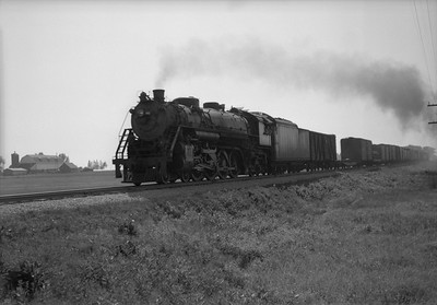 2021.001.NO.01.011--ralph wehlitz 6x9 neg [photographer unknown]--SOO--steam locomotive 4-8-2 N-20 4xxx on freight train action--near Marshfield WI--no date