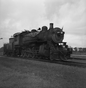2021.001.NO.01.003--ralph wehlitz 120 neg [photographer unknown]--SOO--steam locomotive 2-8-0 F-9 464--Stevens Point WI--no date