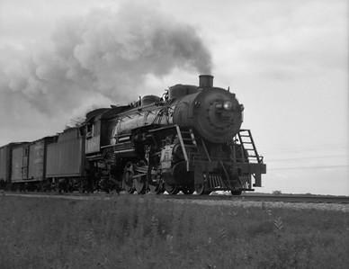 2021.001.NO.01.007--ralph wehlitz 127 neg [photographer unknown]--SOO--steam locomotive 2-8-2 L-1 1006 on freight train action--Marshfield WI--no date