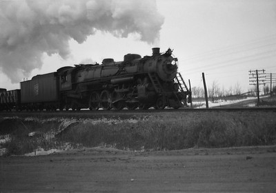 2021.001.NO.01.024--ralph wehlitz 6x9 neg [photographer unknown]--SOO--steam locomotive 4-8-2 N-20 4009 on freight train action--Marshfield WI--no date