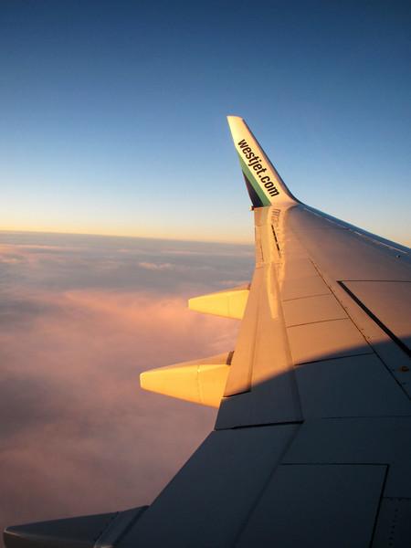 <b>9 Nov 2010</b> Setting sun as we fly back to Calgary