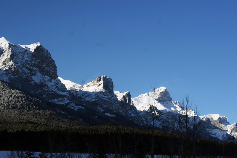<b>11 Jan 2011</b> Watching Mount Rundle, waiting for Avalanche control work to begin