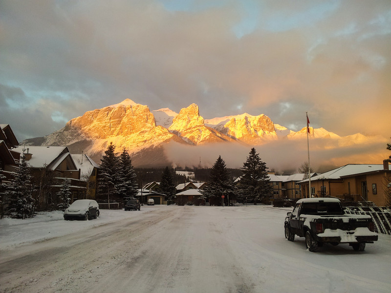 <b>22 November 2012</b> Morning alpenglow on Mount Rundle