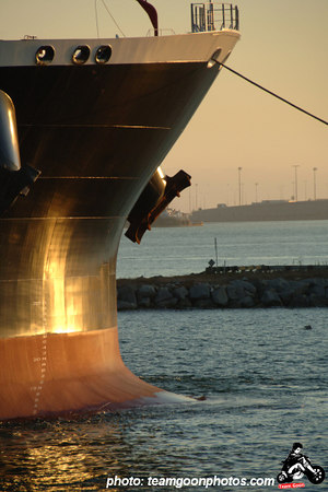 Port of Long Beach - Oil tanker entering the port - September 2006 - Photo