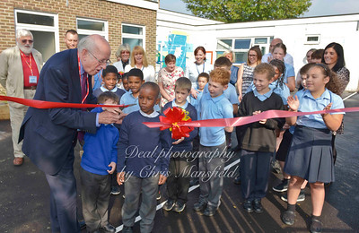 MP Nick Raynsford opens new playground at Waterside school
