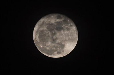 My first (decent) moon (shot)