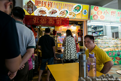 fatty cheong himself - http://ieatishootipost.sg/2006/09/fatty-cheongs-charsiew-challenge.html