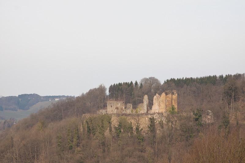 Château de Franchimont<br /> <br /> Château fort médiéval (11e siècle) construit sur un éperon contrôlant la vallée de la Hoëgne.<br /> Il faisait partie du système de défense de la principauté de Liège.