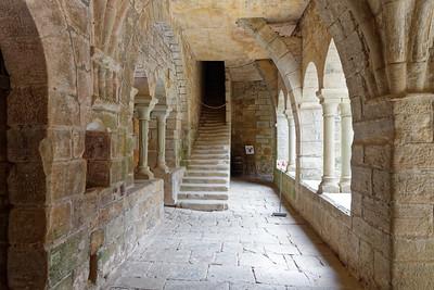 Prieuré St Michel - Cloître, accès à la salle du Chapitre