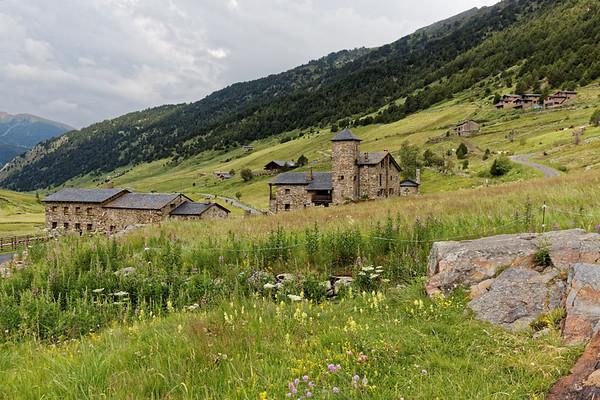 Col d'Inclès - Etangs de Fontargente - Hameau de Bonavida