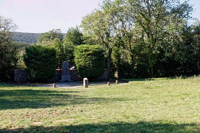 Les Crottes - Monument aux fusillés (mars 44)