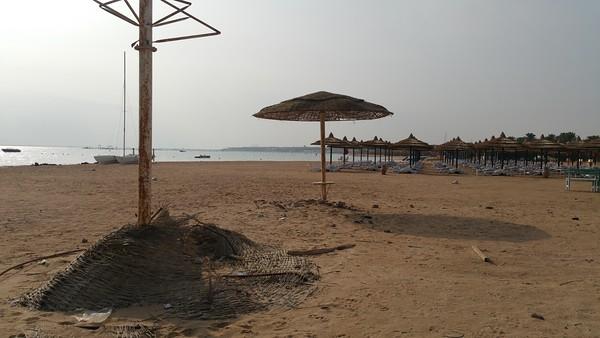 Yet next door,is the public beach!!