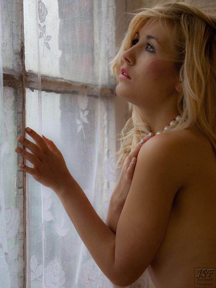 Raphaella Natural Light 1-2