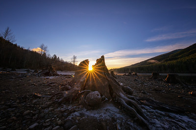 Rattlesnake Lake Frosty Stump Sunset 12-31-18