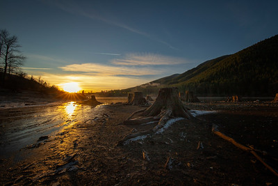 Rattlesnake Lake Stumps Sunset 12-31-18