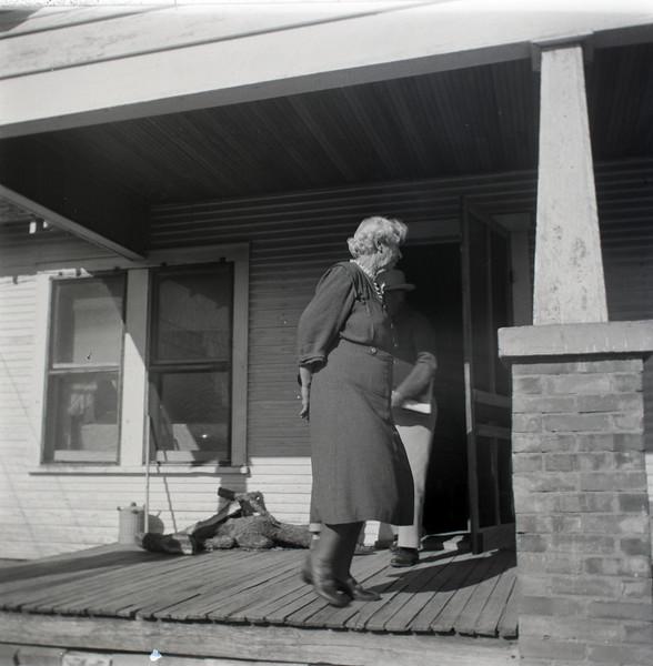 1940s-D10-01