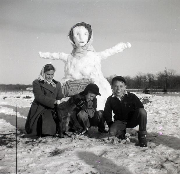 1940s-D10-19