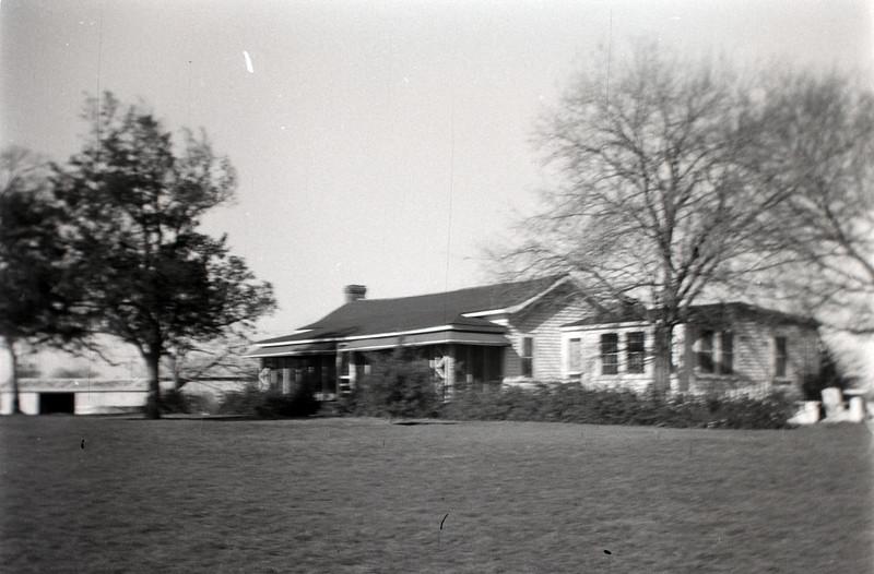 1940s-D10-11