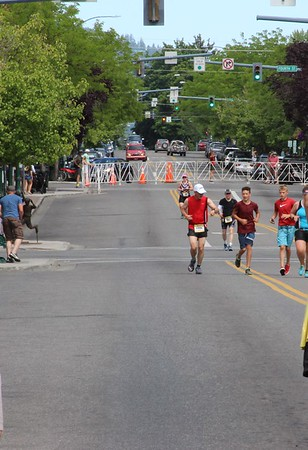 Ray coming up Sherman Ave, almost to the finish line.  His grandson Luke met him in the park an ran up Sherman with Ray.  You can see Luke to the right of Ray in the burgundy shirt.