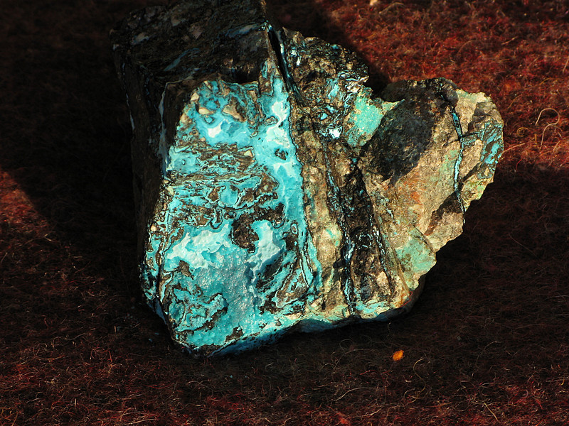 (0) - Chrysocolla and black (manganese ?) oxide