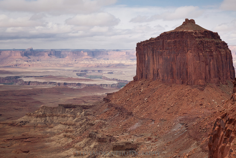 """This view greets you as you're descending the """"trail"""" to False Kiva, looking to the west."""