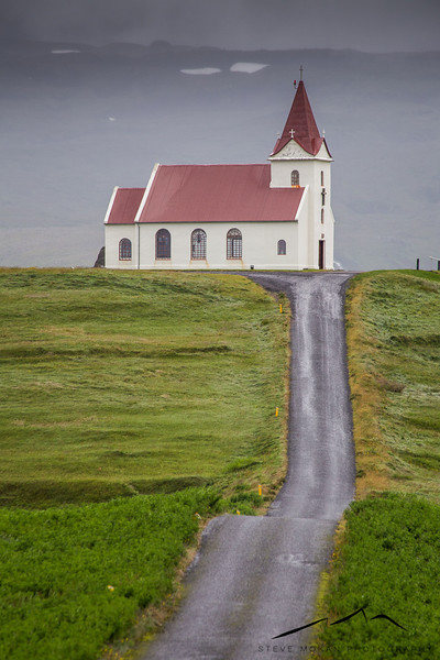 We found this neat little church in the middle of nowhere, somewhere around the town of Olafsvik.