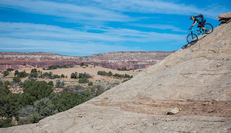 IMAGE: http://www.stevemokanphotography.com/Re/Moab-Mountain-Biking-Nov-15/i-2BvGjDJ/0/L/MoabTrip-33-L.jpg