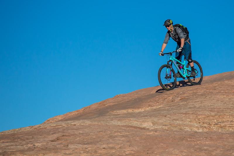 IMAGE: http://www.stevemokanphotography.com/Re/Moab-Mountain-Biking-Nov-15/i-3hgTfHj/0/L/MoabTrip-26-L.jpg