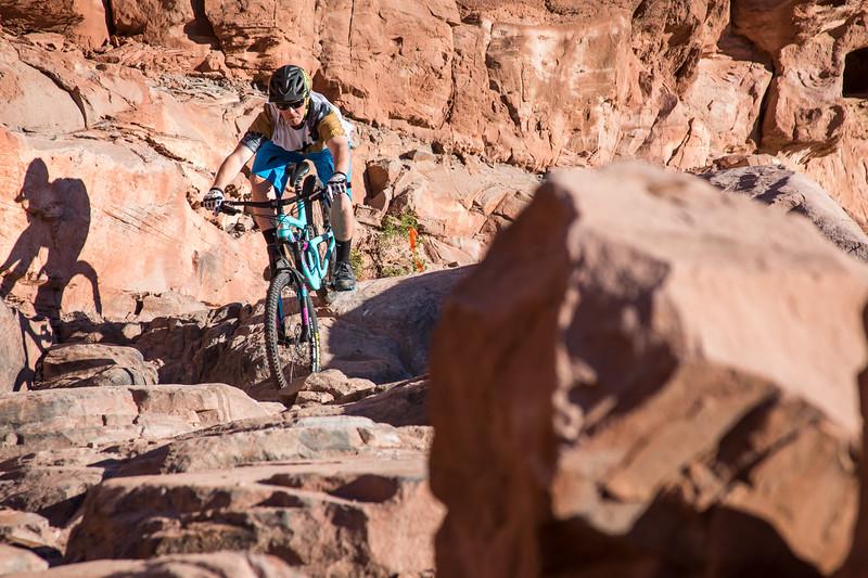 IMAGE: http://www.stevemokanphotography.com/Re/Moab-Mountain-Biking-Nov-15/i-3zBS883/0/L/MoabTrip-11-L.jpg