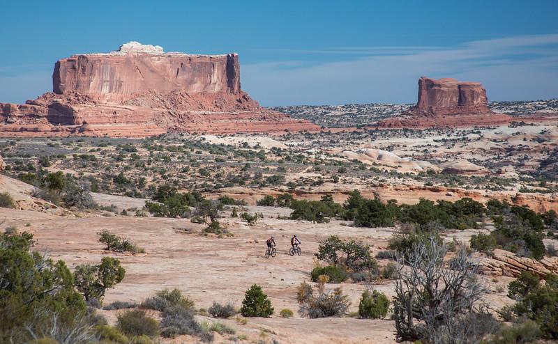 IMAGE: http://www.stevemokanphotography.com/Re/Moab-Mountain-Biking-Nov-15/i-K9HbV49/0/L/MoabTrip-37-L.jpg