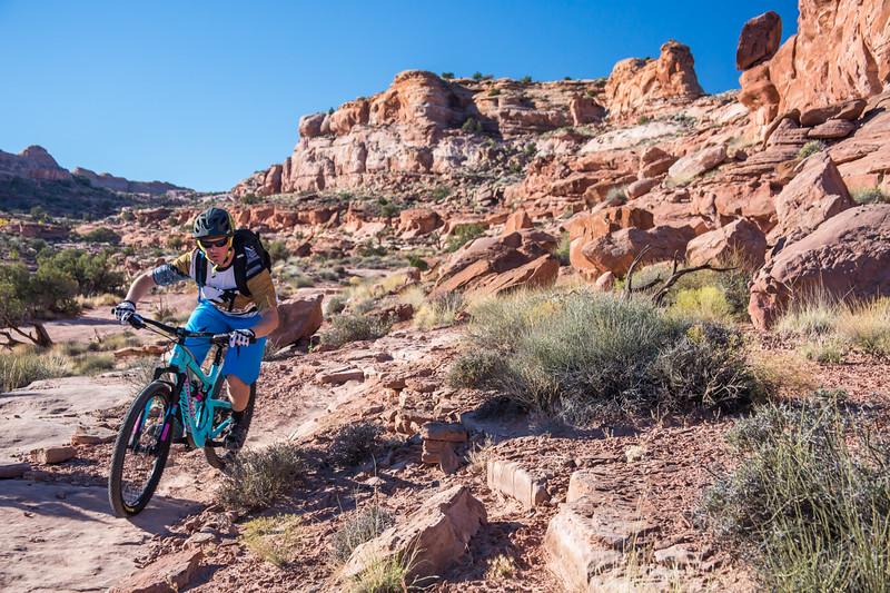 IMAGE: http://www.stevemokanphotography.com/Re/Moab-Mountain-Biking-Nov-15/i-hL6kfdT/0/L/MoabTrip-3-L.jpg