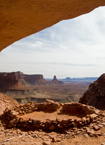 Finally, that afternoon (and after another 100+ miles of driving), we stopped in Canyonlands National Park.  I had done the hike to False Kiva before, but I was alone and wanted to show Sarah.