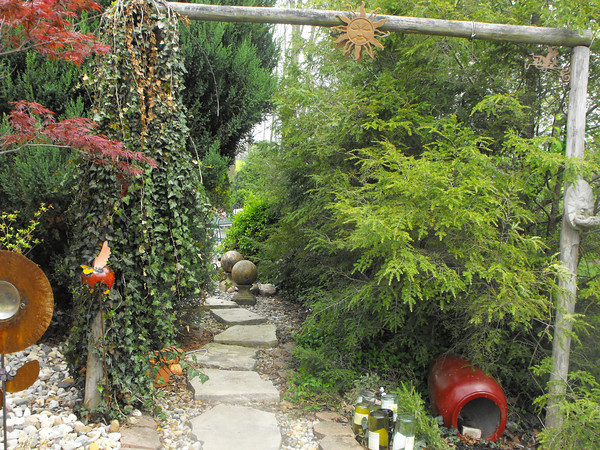 Secret Walkway to back deck<br /> <br /> Photographer's Name:  <br /> Photographers City and Country: ,