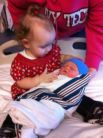 Bailey Redman meets her new cousin Jude Donovan <br /> <br /> Photographer's Name: Tracy Voegtlin <br /> Photographer's City and State: Kokomo , IN