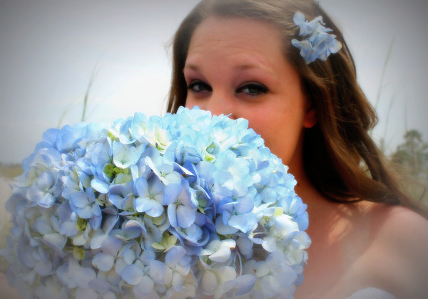 beautiful bride ready for her beach wedding!! Jessica W<br /> <br /> Photographer's Name: Kellie Ooley<br /> Photographer's City and State: kokomo, IN