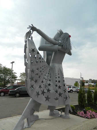 Dancing with the star statue<br /> <br /> Photographer's Name: Robert Zimmerman<br /> Photographer's City and State: Logansport, IN
