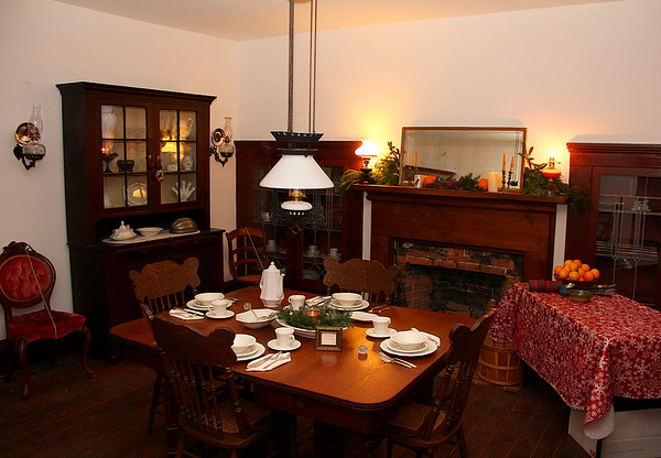 The dining room at the Bronnenberg House at Mounds Park decorated for Christmas.<br /> <br /> Photographer's Name: Jerry Byard<br /> Photographer's City and State: Anderson, Ind.