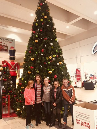 This is Kendall Long, Chloe Cuneo, Natalie Long, Avery Cuneo, and Ryan Long, at the Maryland Mall in Kokomo.<br /> <br /> Photographer's Name: Carrie Long<br /> Photographer's City and State: Alexandria, Ind.