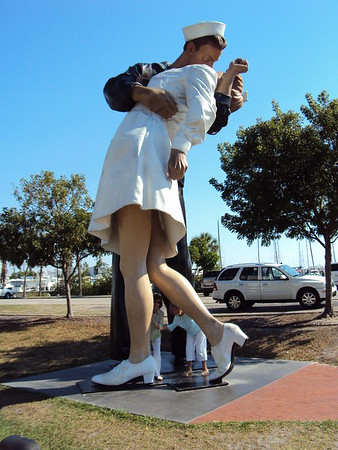 Statue of Sailor Kissing Nurse at the end of World War II in Sarasota, Fla.<br /> <br /> Photographer's Name:  David Harrington<br /> Photographer's City and State: Anderson, Ind.