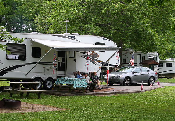 Mounds Park Campground hosts and Jim Campbell enjoying a relaxed visit.<br /> <br /> Photographer's Name: Jerry Byard<br /> Photographer's City and State: Anderson, Ind.