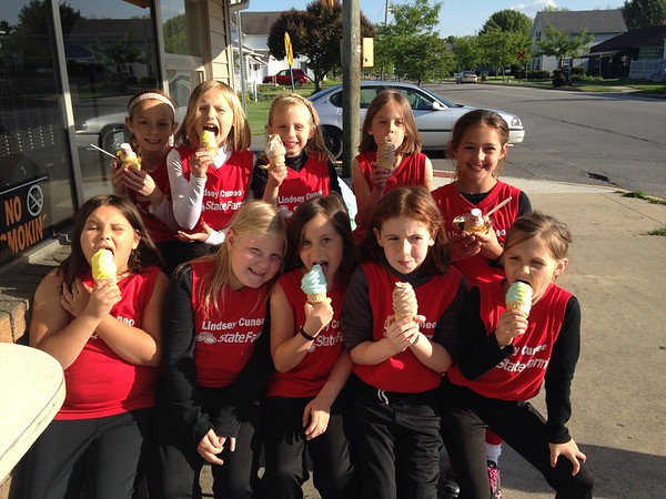 The Lindsey Cuneo State Farm softball team celebrates a recent win at Dortee's in Alexandria.<br /> <br /> Photographer's Name: Carrie Long<br /> Photographer's City and State: Alexandria, Ind.